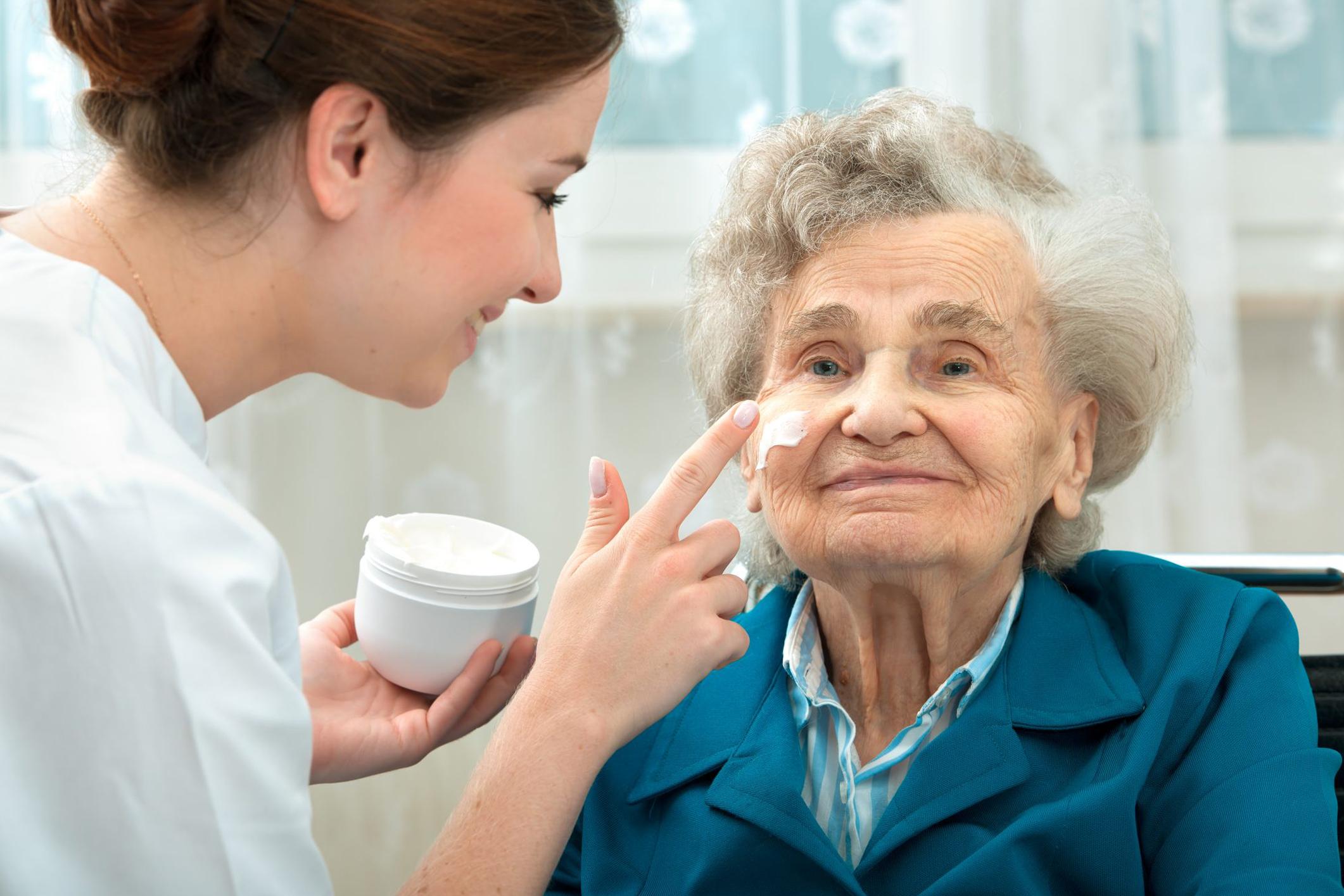 پرستار سالمنددر منزل
