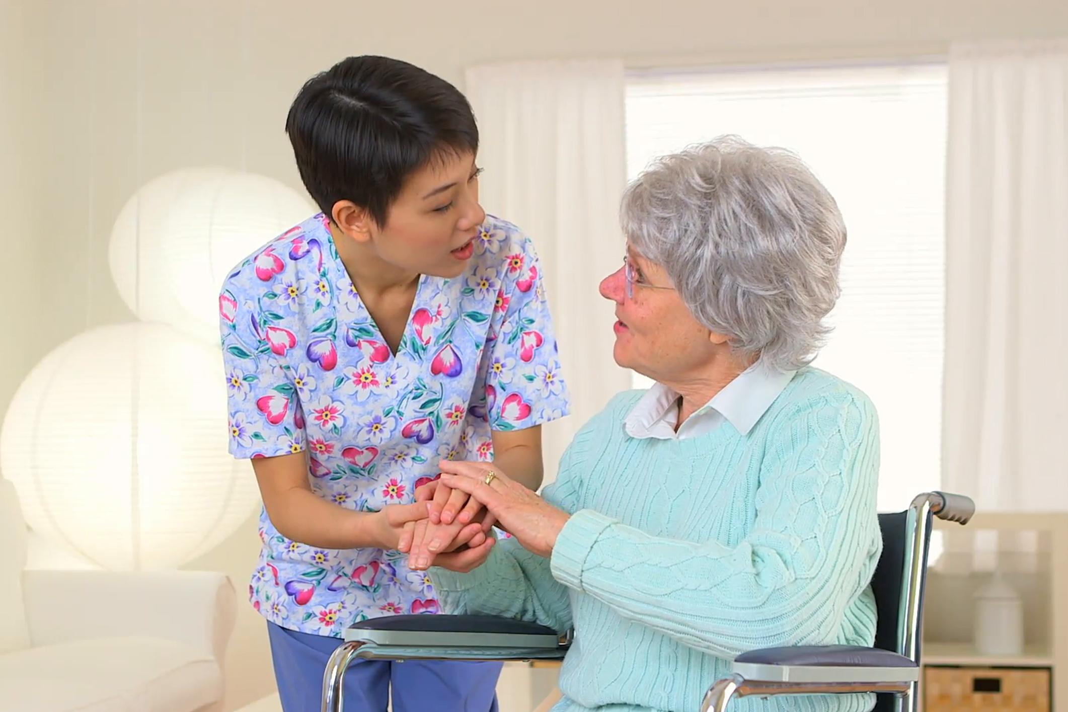 خدمات نگهداری سالمند در منزل