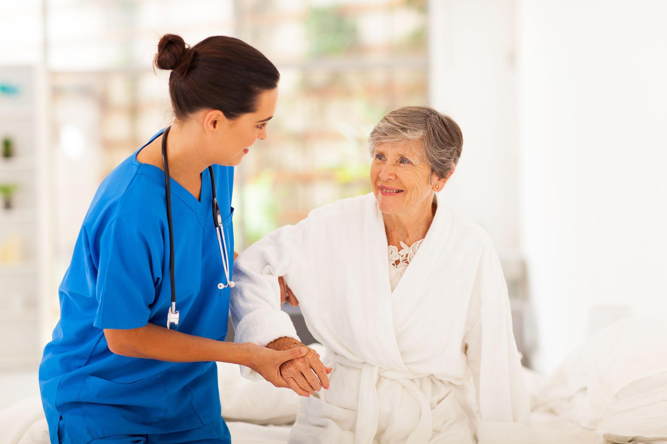 نقش پرستار سالمند
